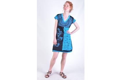 praktické šaty s ruční výšivkou