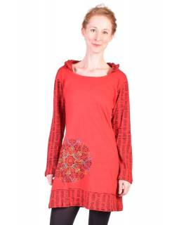 Krátke červené šaty s kapucňou a dlhým rukávom, Mantra dizajn, výšivka