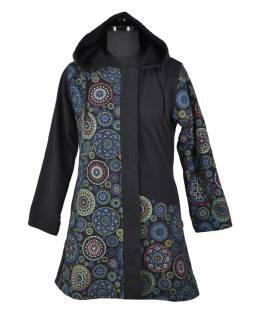 Čierny kabát s kapucňou zapínaný na zips, potlač mandál, vrecká