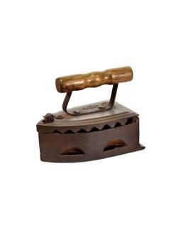 Malá antik žehlička z gujarati s drevenou rukoväťou, 20x11x16cm
