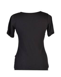 Čierne tričko s krátkym rukávom a ornamentálnym potlačou