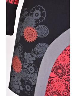 Čierno-červené šaty s dlhým rukávom, kvetinová potlač, V výstrih
