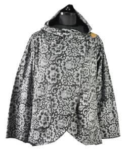 Čierny kabát s kapucňou zapínaný na gombík, vrecká, celopotlač