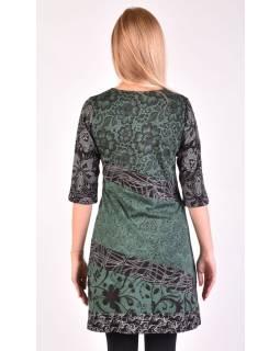 Zelené šaty s kvetinovou potlačou a trojštvrťovom rukávom