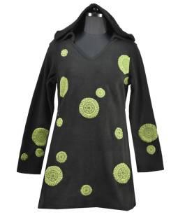 Čierne mikinové šaty s kapucňou a farebnými aplikáciami, V výstrih