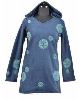 Tmavo modré mikinové šaty s kapucňou a farebnými aplikáciami, V výstrih