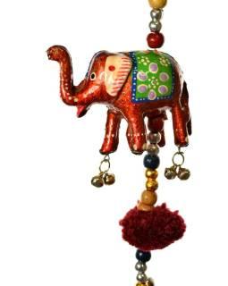 Dekorácia na zavesenie, päť slonov sa zvončekom, ručne maľované, dĺžka 89cm