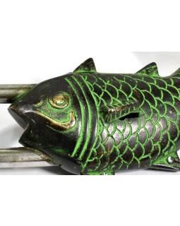 Visiaci zámok, ryba, zelená patina, mosadz, dva kľúče v tvare Dorji, 19cm