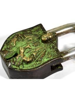 Visiaci zámok, Sai Baba, zelená patina mosadz, dva kľúče v tvare Dorji, 9cm