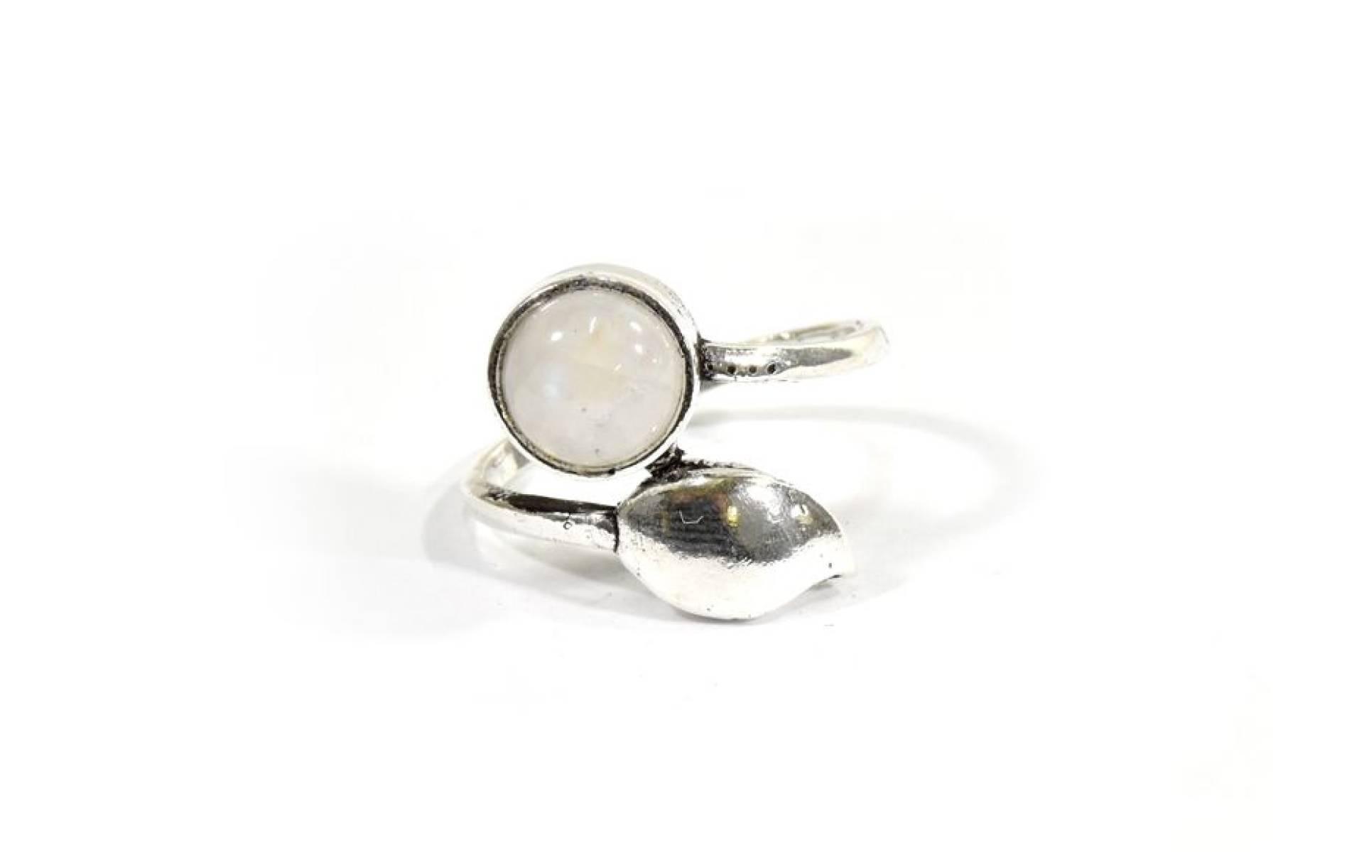 Prsteň vykladaný mesačným kameňom, postriebrený (10μm)
