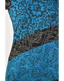 Tyrkysové šaty s kvetinovou potlačou a krátkym rukávom
