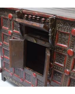 Stará komoda z teakového dreva, zdobená ručnými rezbami, 121x66x111cm