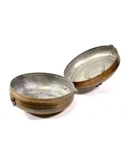 Stará kovová nádoba s vekom, ručne tepaná, 22x22x10cm