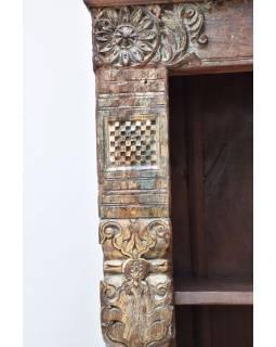 Knižnica z teakového a mangového dreva ručne vyrezávaná, 130x46x213cm