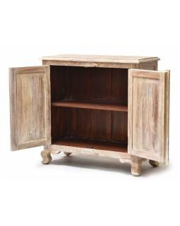 Skrinka z teakového dreva, ručné rezby, biela patina, 90x40x90cm