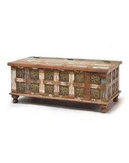 Truhla z teakového dreva zdobená mosadznými slony, 120x60x45cm