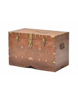 Štarty truhla z teakového dreva zdobená mosadzným kovaním, 67x36x44cm