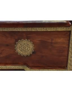 Lavica s úložným priestorom, zdobená mosadzným kovaním, 150x45x70cm