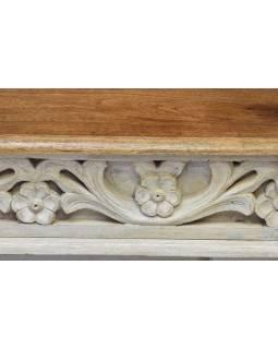 Konferenčný stolík z mangového dreva, ručné rezby, biela patina, 90x60x47cm