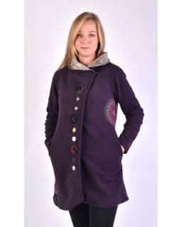 Fialový kabát s golierom zapínaný na gombíky, aplikácie, potlač a výšivka