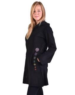 Čierny fleecový kabátik s dlhou kapucňou, zapínanie na zips, výšivka, vrecká