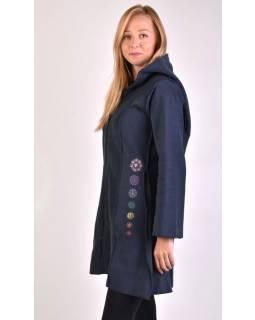 Tmavo modrý fleecový kabátik s dlhou kapucňou, zapínanie na zips, výšivka, vrecká
