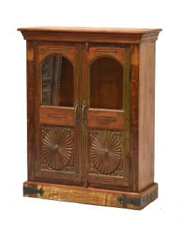 Presklená skriňa z teakového dreva, ručné rezby, 79x31x100cm