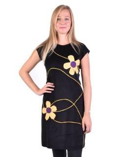 Krátke zamatové čierne šaty s krátkym rukávom, aplikácia farebné kvety
