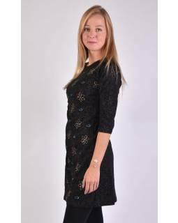 Čierne šaty s trojštvrťovým rukávom a potlačou kvetín, sklady na boku, výšivka