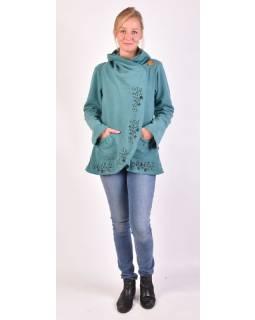 Tyrkysový kabát s kapucňou zapínaný na gombík, kvetinová výšivka