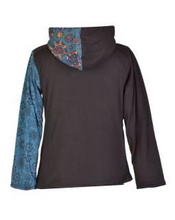 Modrá mikina s kapucňou zapínaná na zips, mix potlačí, vrecká a výšivka