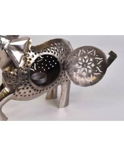 Kovový ručne tepaný svietnik v tvare slona, 40x10x43cm