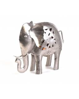 Kovový ručne tepaný svietnik v tvare slona, 30x11x25cm
