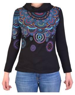Čierne tričko s dlhým rukávom a golierom, mandala dizajn