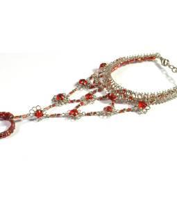 Pundža, náramek s prstenem z bílého kovu a jemných skleněných korálků, červený