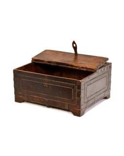 Stará truhlička - šperkovnica z antik dreva, ručne vyrezávaná, 40x33x19cm