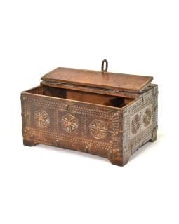 Stará truhlička - šperkovnica z antik dreva, ručne vyrezávaná, 43x31x20cm