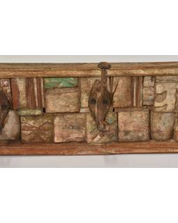 Drevený panel s háčikmi zložený zo starých rezieb, 61x10x17cm