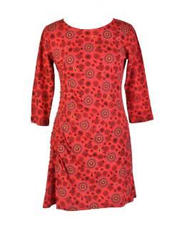 Červené šaty s trojštvrťovým rukávom a celopotlačou mandál, sklady na boku, výšku