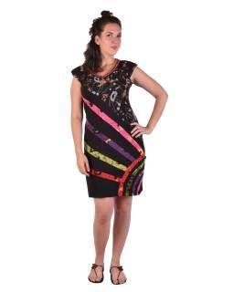Krátke čierne šaty s krátkym rukávom, s potlačou a farebným dizajnom