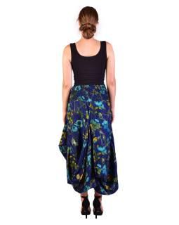 Dlhá letná nariasená sukňa, vrecká, tmavo modrá s potlačou kvetín