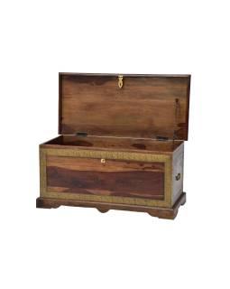 Truhla z palisandrového dreva zdobená mosadzným kovaním, 85x40x40cm