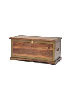 Truhla z palisandrového dreva zdobená mosadzným kovaním, 105x50x50cm