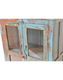 Presklená skrinka z teakového dreva, tyrkysová patina, 80x41x138cm