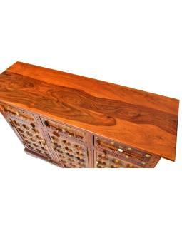 Komoda z palisandrového dreva zdobená mosadzným kovaním, 120x40x90cm
