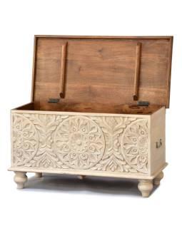 Truhla z mangového dreva zdobená ručnými rezbami, 89x43x45cm