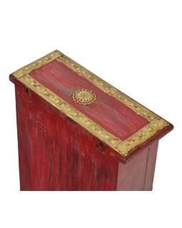 Skrinka na kľúče zdobená mosadzným kovaním z mangového dreva, 20x8x26cm