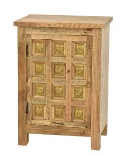 Nočný stolík vyrobený z mangového dreva, zdobený mosadzou, 51x38x74cm