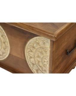 Truhla z mangového dreva zdobená ručnými rezbami, 89x44x45cm