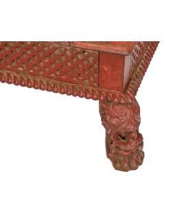 Starý stolík, ručne vyrezávané nohy, 66x66x24cm
